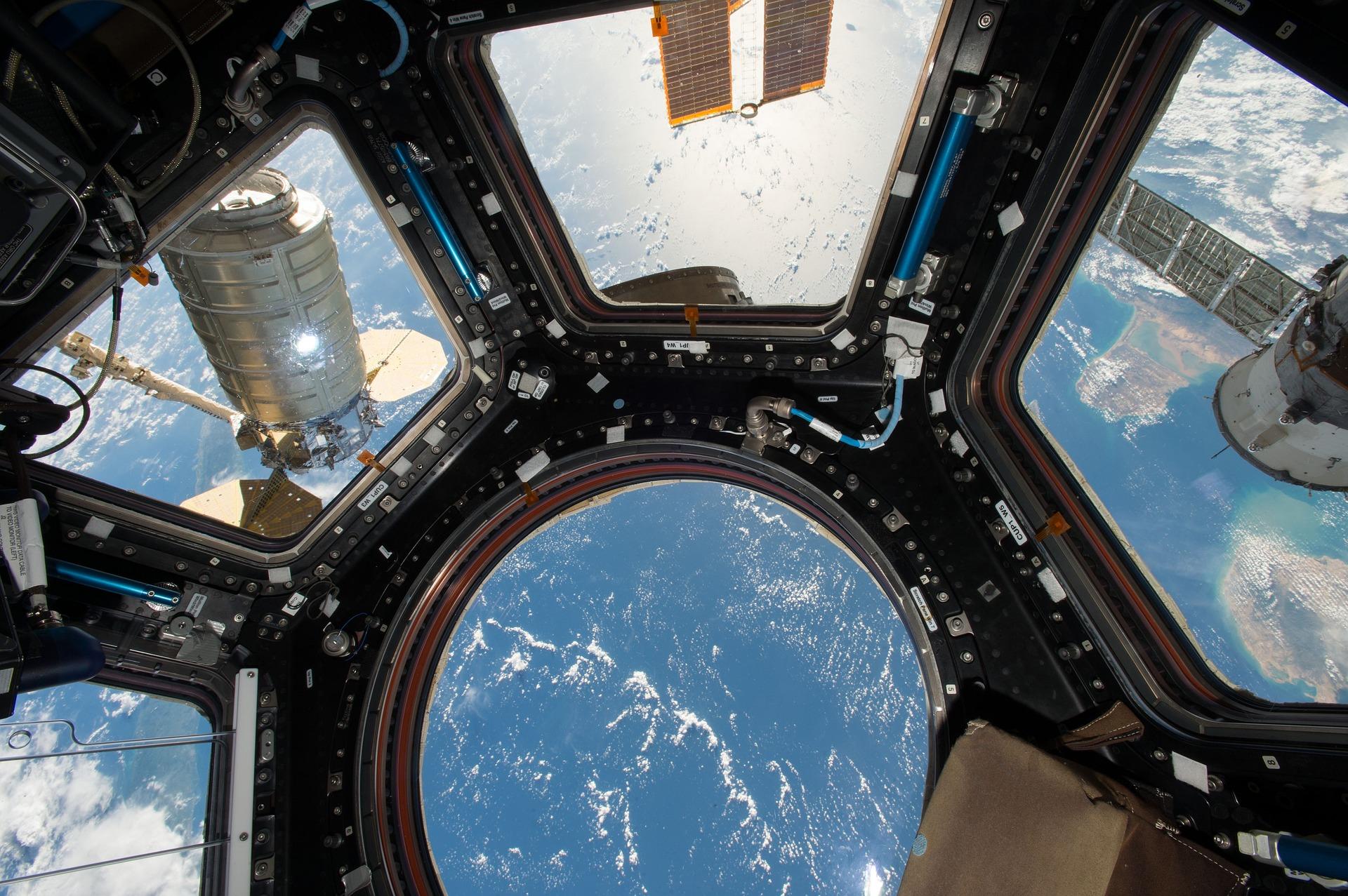 #2 Widok stacja kosmiczna - fizyka, astronomia, kosmos