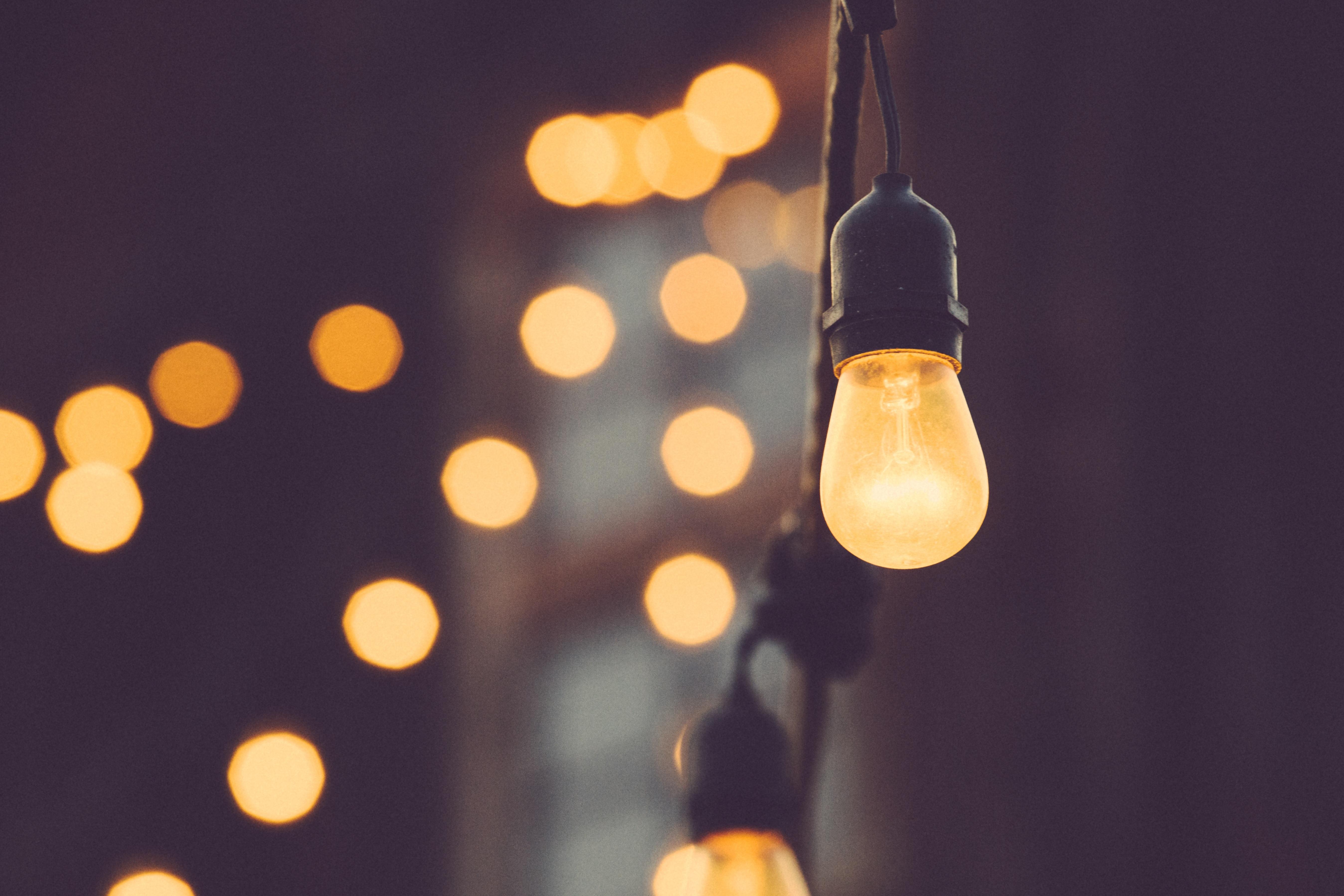 światło, barwy światła, żarówka