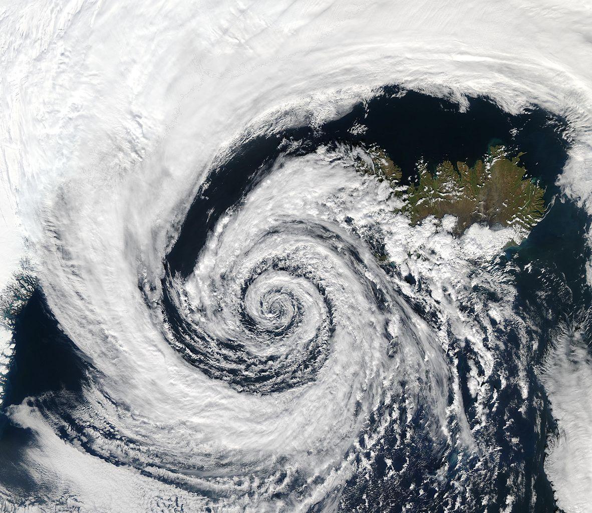siła bezwładności, Efekt Coriolisa, wiatr, niskie ciśnienie, bezwładność