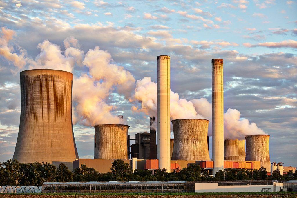 elektrownie atomowe, kominy, energia elektryczna, prąd