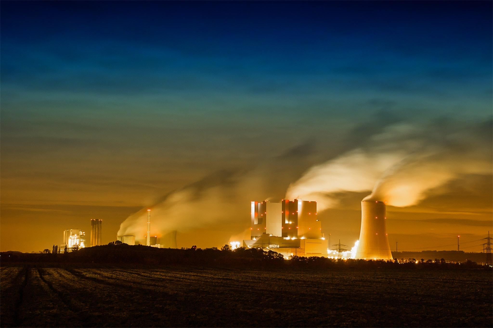 elektrownie atomowe, kominy, energia elektryczna, zanieczyszczenia